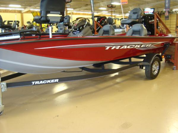 2021 Tracker Boats boat for sale, model of the boat is Pro Team 175 TXW® & Image # 1 of 15