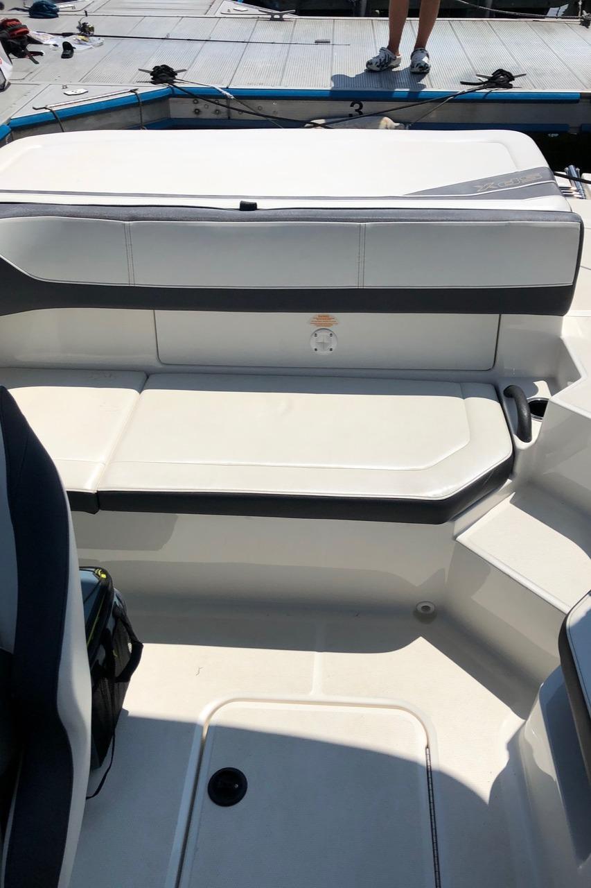 V 6427 BH Knot 10 Yacht Sales