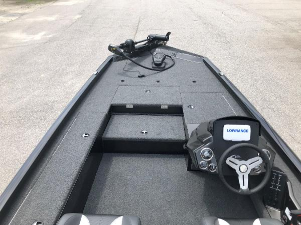 2021 Vexus boat for sale, model of the boat is AVX189C & Image # 8 of 28