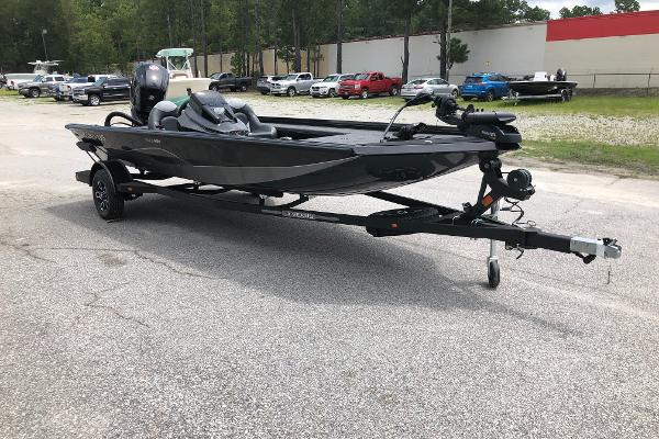 2021 Vexus boat for sale, model of the boat is AVX189C & Image # 2 of 28