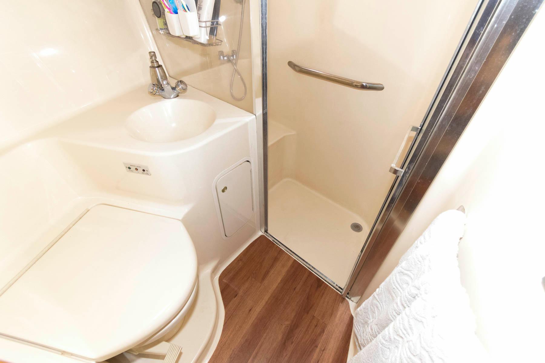 M 6584 JB Knot 10 Yacht Sales