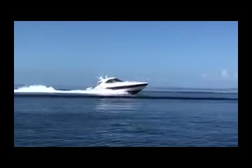 Cruisers Yachts 520 Express video