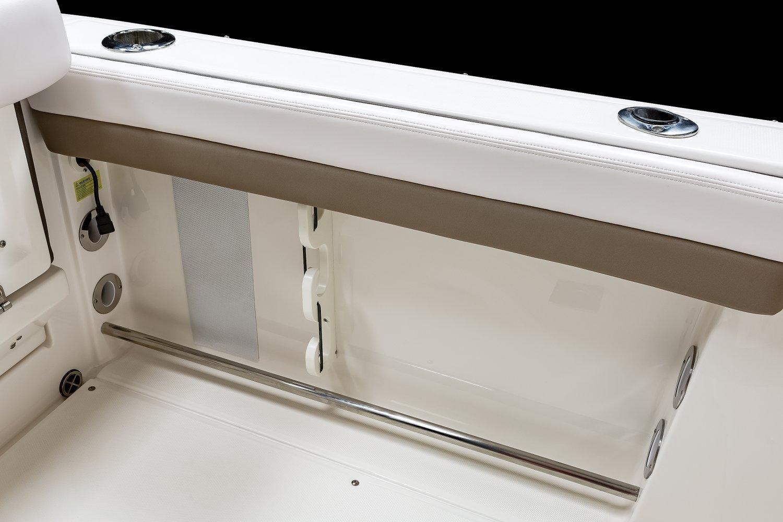 Robalo R247 Dual Console 2021 15