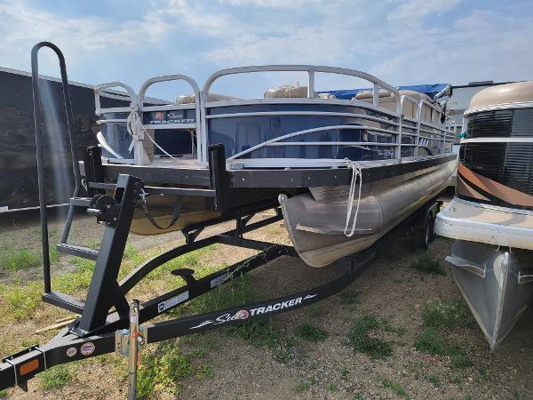 2020 Sun Tracker boat for sale, model of the boat is Fishin' Barge 22 DLX & Image # 1 of 19