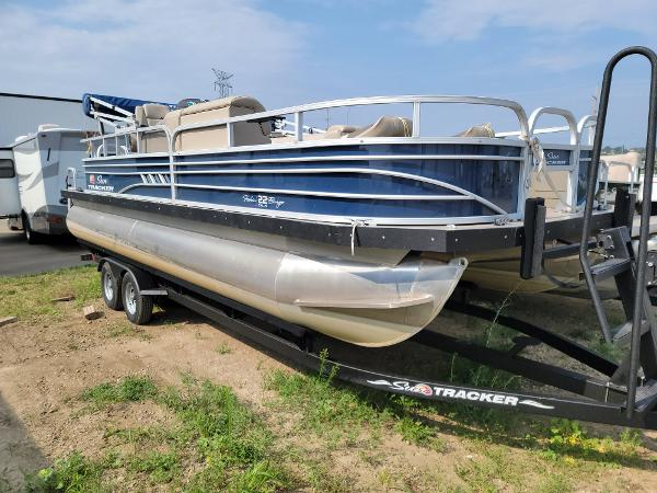 2020 Sun Tracker boat for sale, model of the boat is Fishin' Barge 22 DLX & Image # 3 of 19