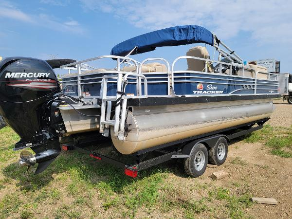 2020 Sun Tracker boat for sale, model of the boat is Fishin' Barge 22 DLX & Image # 5 of 19