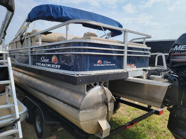 2020 Sun Tracker boat for sale, model of the boat is Fishin' Barge 22 DLX & Image # 7 of 19