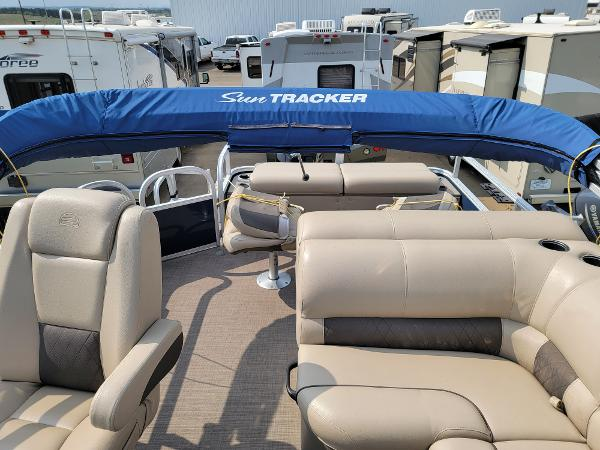 2020 Sun Tracker boat for sale, model of the boat is Fishin' Barge 22 DLX & Image # 12 of 19