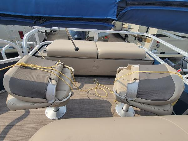 2020 Sun Tracker boat for sale, model of the boat is Fishin' Barge 22 DLX & Image # 13 of 19