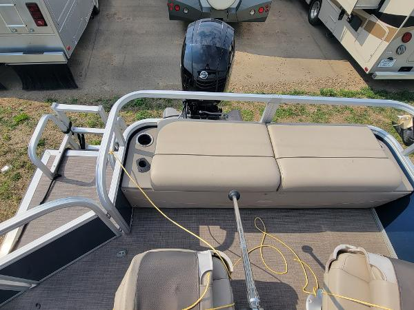 2020 Sun Tracker boat for sale, model of the boat is Fishin' Barge 22 DLX & Image # 14 of 19