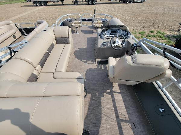 2020 Sun Tracker boat for sale, model of the boat is Fishin' Barge 22 DLX & Image # 15 of 19