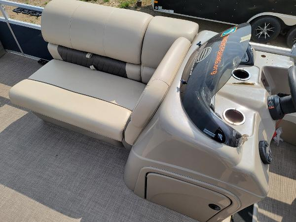 2020 Sun Tracker boat for sale, model of the boat is Fishin' Barge 22 DLX & Image # 17 of 19