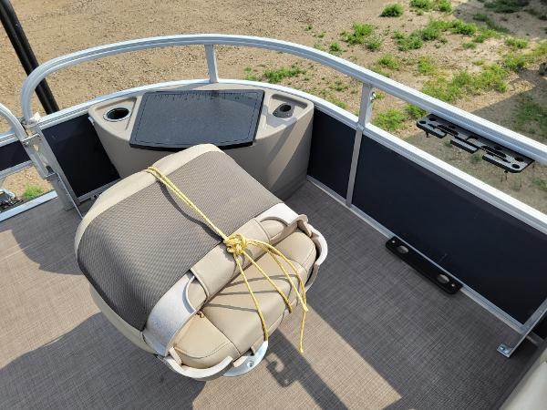 2020 Sun Tracker boat for sale, model of the boat is Fishin' Barge 22 DLX & Image # 18 of 19