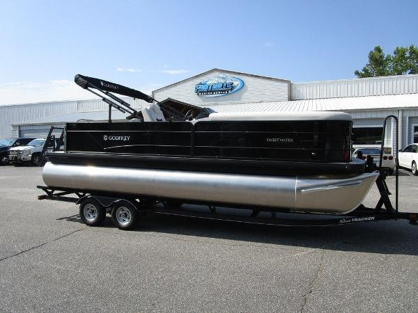 2021 Godfrey Pontoon boat for sale, model of the boat is SW 2286 SFL GTP 27 in. & Image # 1 of 29