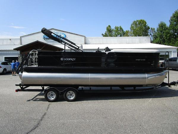 2021 Godfrey Pontoon boat for sale, model of the boat is SW 2286 SFL GTP 27 in. & Image # 6 of 29
