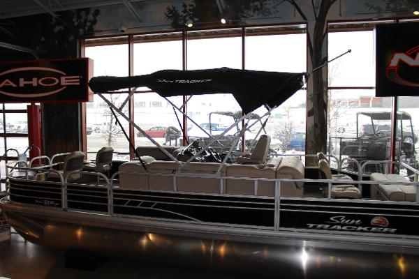 2020 Sun Tracker boat for sale, model of the boat is Fishin' Barge 22 DLX & Image # 1 of 24