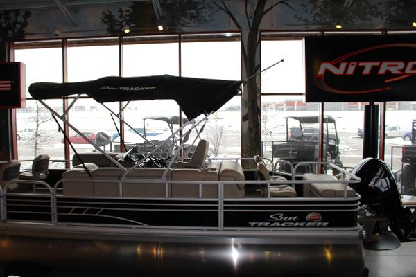 2020 Sun Tracker boat for sale, model of the boat is Fishin' Barge 22 DLX & Image # 2 of 24