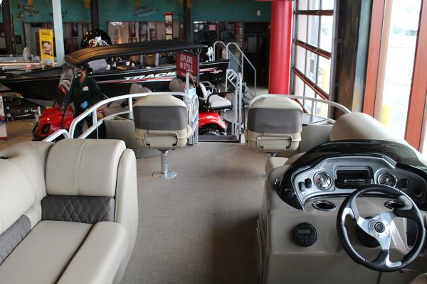 2020 Sun Tracker boat for sale, model of the boat is Fishin' Barge 22 DLX & Image # 7 of 24