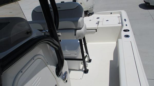 2021 Avenger boat for sale, model of the boat is AV24 & Image # 15 of 63