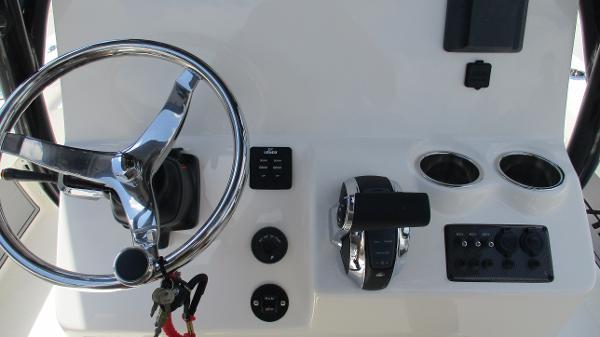 2021 Avenger boat for sale, model of the boat is AV24 & Image # 31 of 63
