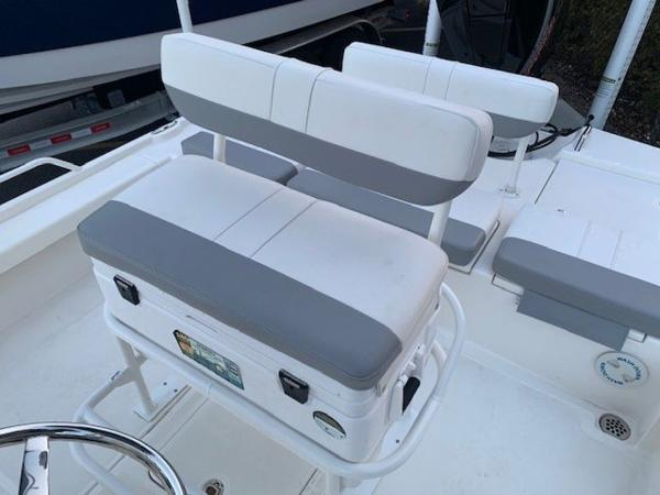 2020 Mako boat for sale, model of the boat is 21LTS GUIDE PACK & Image # 5 of 16