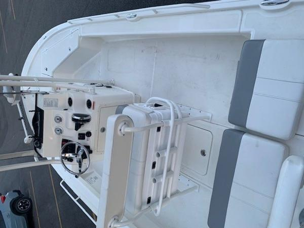 2020 Mako boat for sale, model of the boat is 21LTS GUIDE PACK & Image # 9 of 16