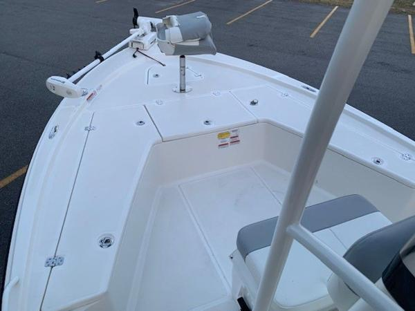 2020 Mako boat for sale, model of the boat is 21LTS GUIDE PACK & Image # 15 of 16