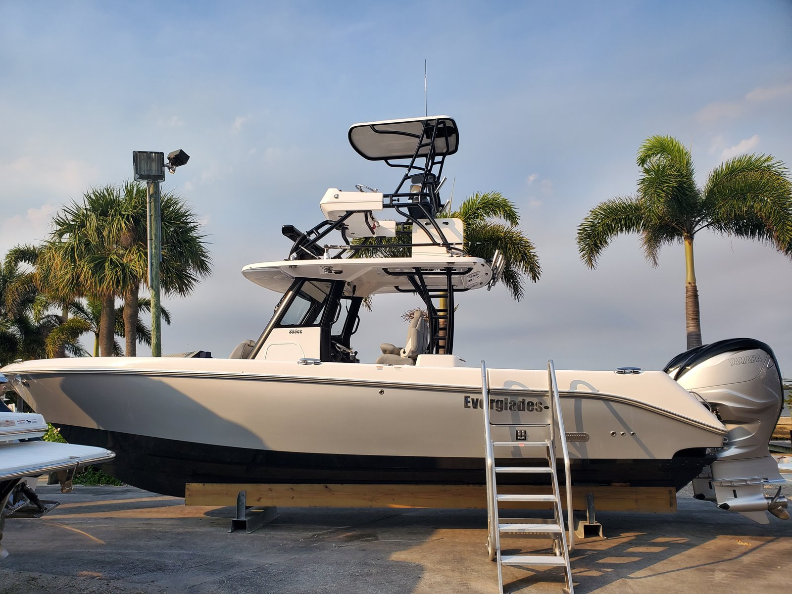 2020 EVERGLADES BOATS 335 CC