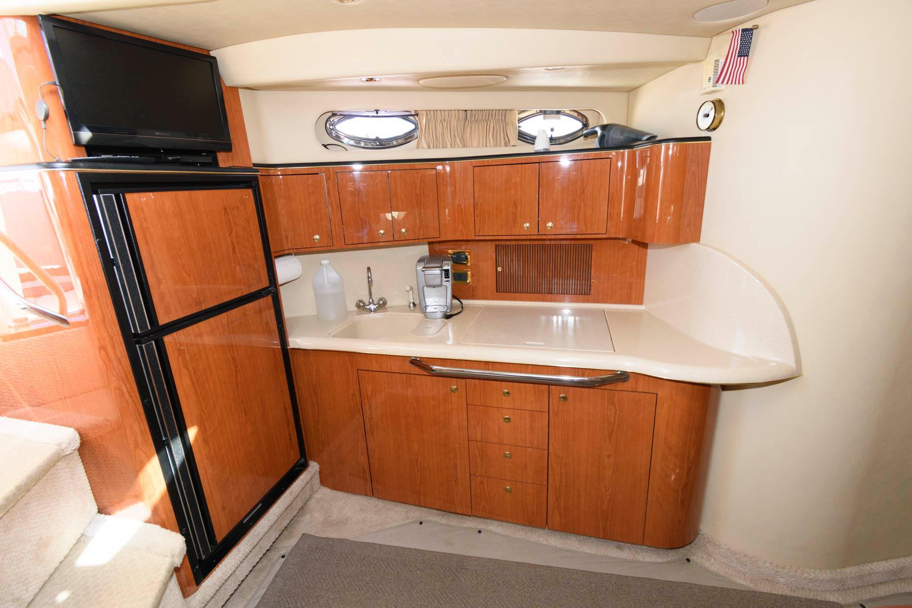 D 6491 CF Knot 10 Yacht Sales