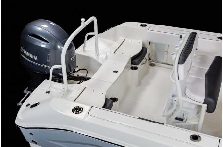2021 Robalo boat for sale, model of the boat is R200 & Image # 11 of 18