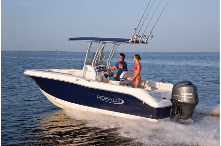 2021 Robalo boat for sale, model of the boat is R200 & Image # 13 of 18