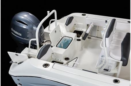 2021 Robalo boat for sale, model of the boat is R200 & Image # 15 of 18