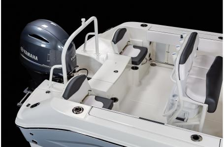 2021 Robalo boat for sale, model of the boat is R200 & Image # 4 of 18