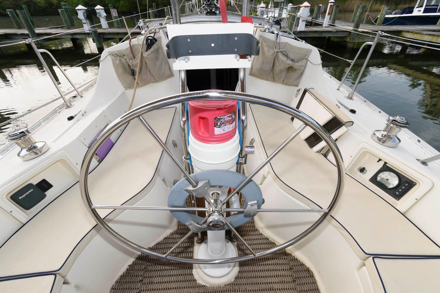 M 6077 WT Knot 10 Yacht Sales