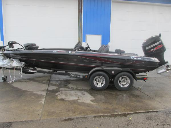 2018 Triton boat for sale, model of the boat is 20 TRX Patriot & Image # 2 of 16