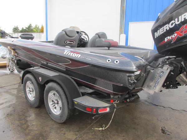 2018 Triton boat for sale, model of the boat is 20 TRX Patriot & Image # 3 of 16