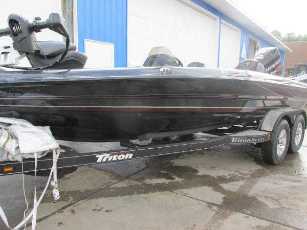 2018 Triton boat for sale, model of the boat is 20 TRX Patriot & Image # 4 of 16