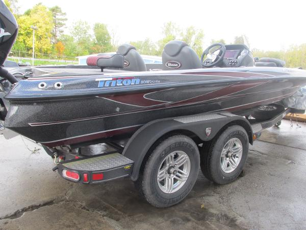2018 Triton boat for sale, model of the boat is 20 TRX Patriot & Image # 7 of 16