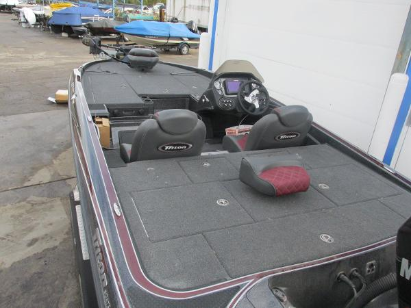 2018 Triton boat for sale, model of the boat is 20 TRX Patriot & Image # 14 of 16