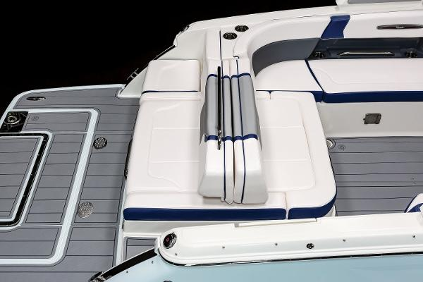 2021 Chaparral boat for sale, model of the boat is 287 SSX & Image # 15 of 20