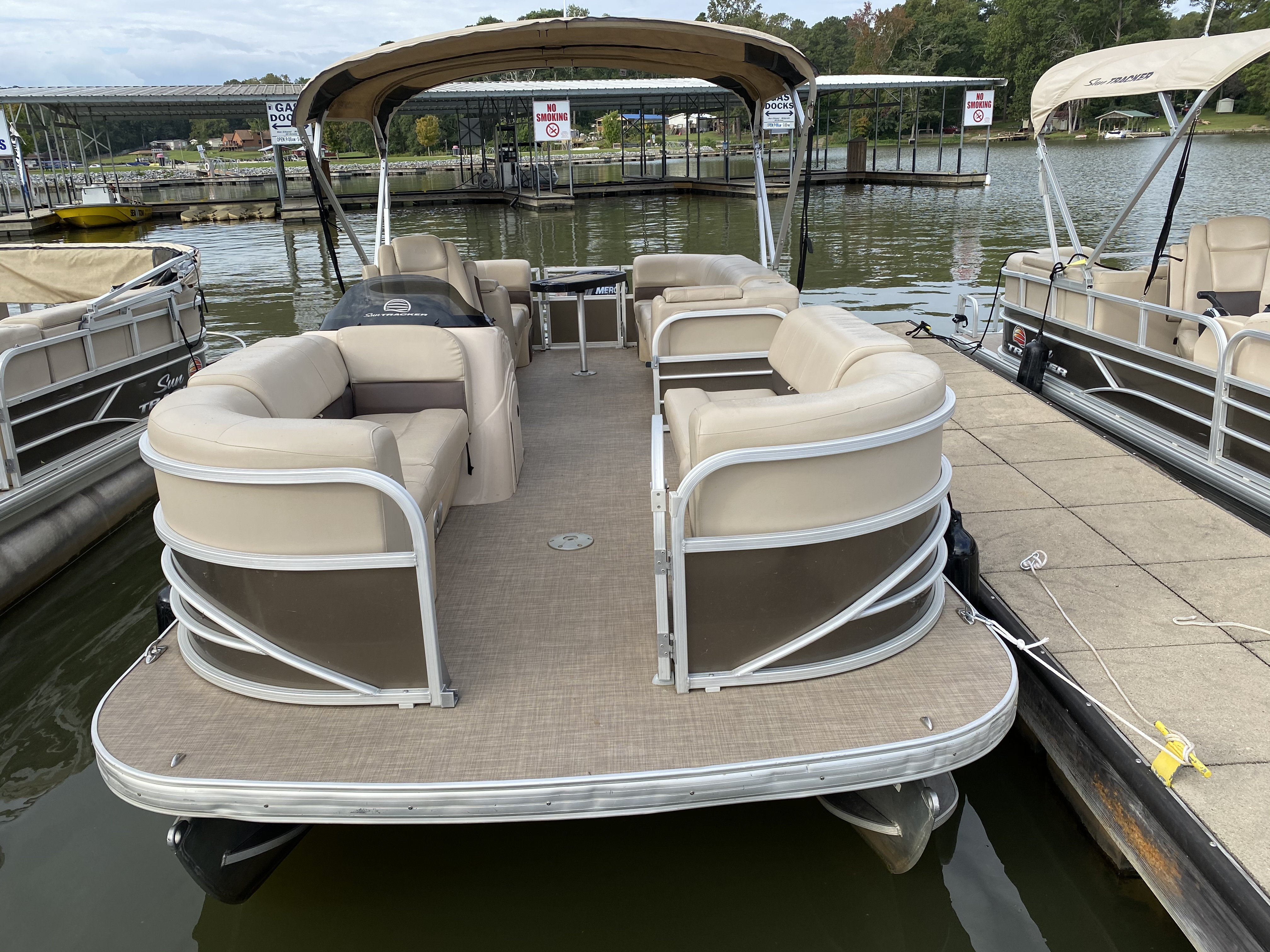 2019 Sun Tracker boat for sale, model of the boat is PARTY BARGE 22 w/ Mercury 115 ELPT 4S & Image # 1 of 26
