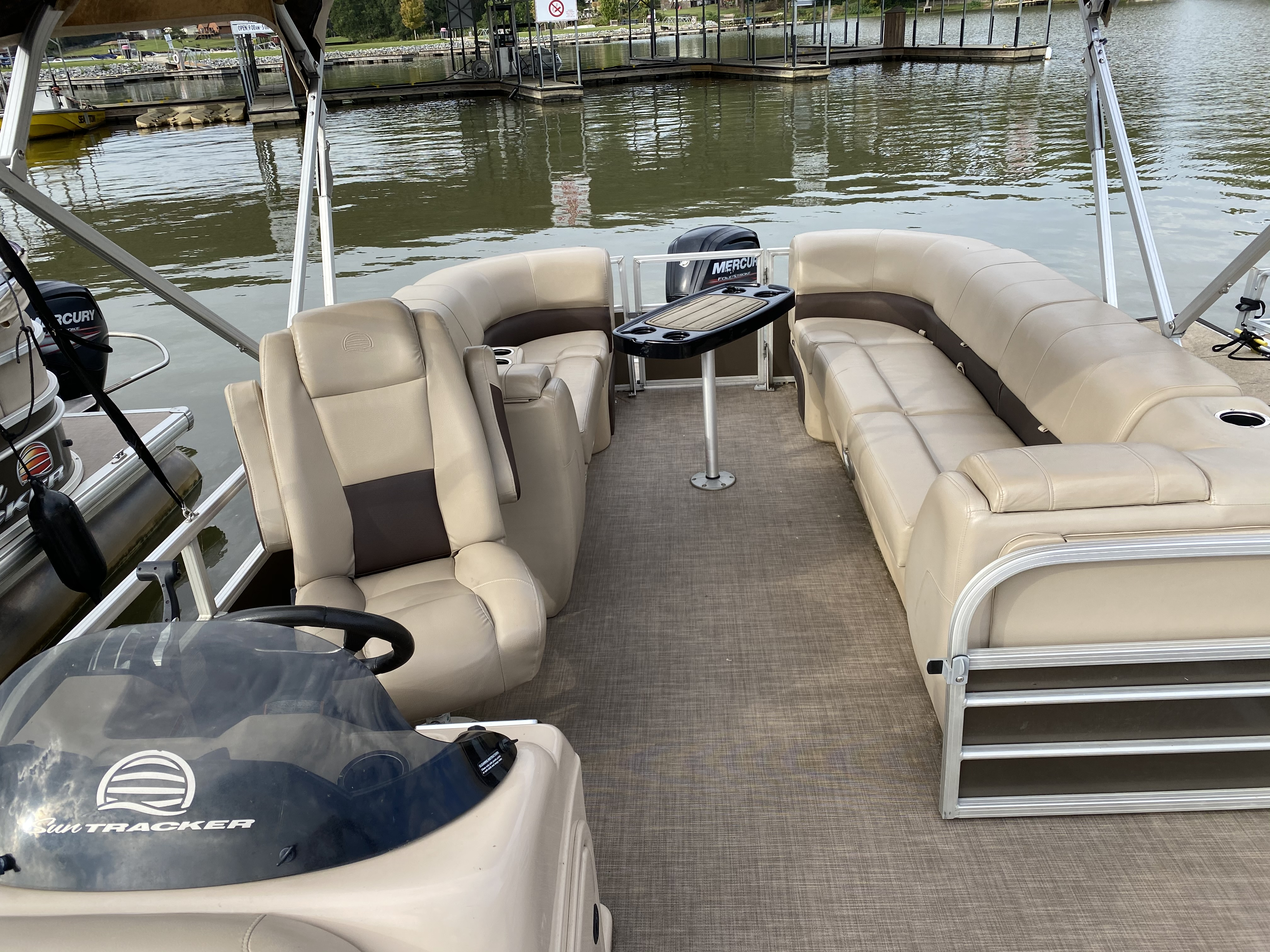 2019 Sun Tracker boat for sale, model of the boat is PARTY BARGE 22 w/ Mercury 115 ELPT 4S & Image # 18 of 26
