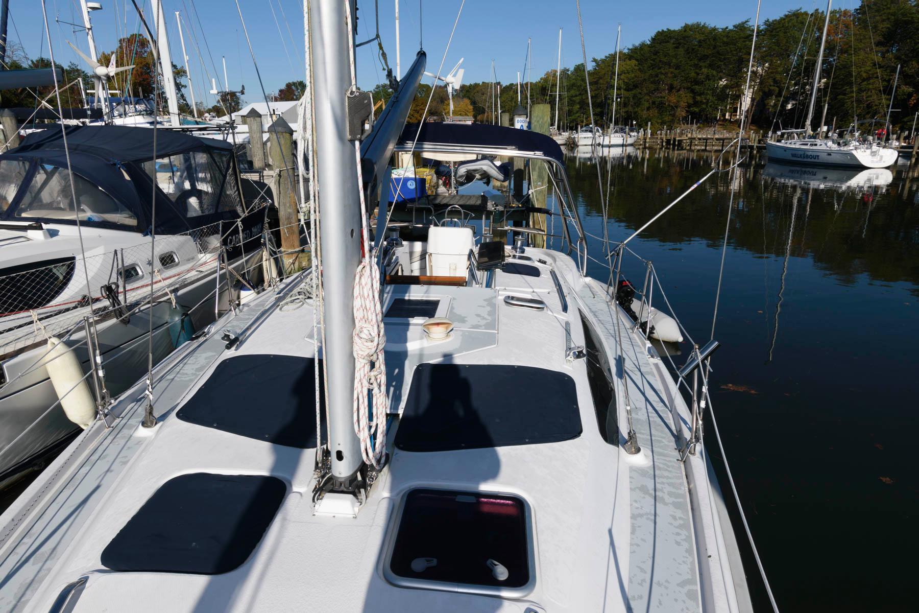 M 5813 BW Knot 10 Yacht Sales