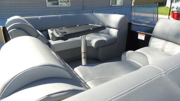 2021 Bennington boat for sale, model of the boat is 23 LXSR & Image # 5 of 6