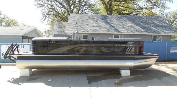 2021 Bennington boat for sale, model of the boat is 23 LXSR & Image # 6 of 6