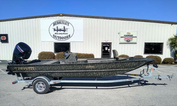 2020 Triton boat for sale, model of the boat is 1862 CC & Image # 1 of 19