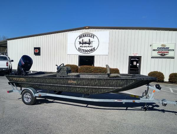 2020 Triton boat for sale, model of the boat is 1862 CC & Image # 2 of 19