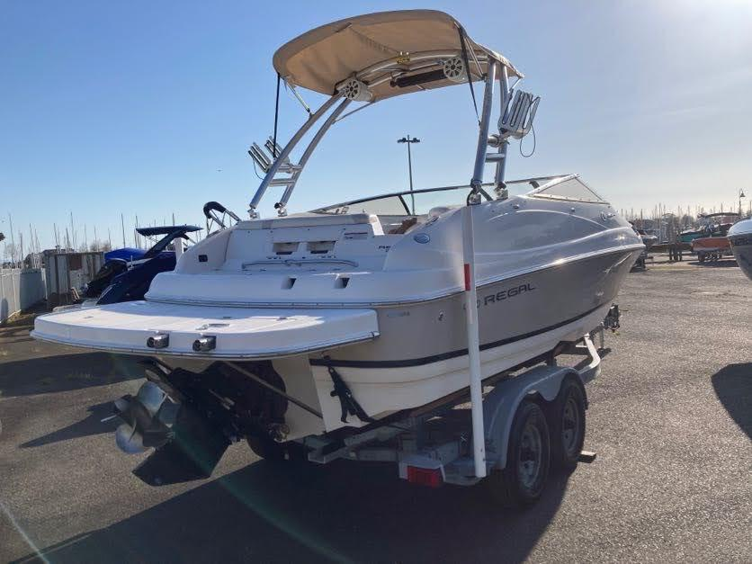 2008 Regal 2450 Cuddy