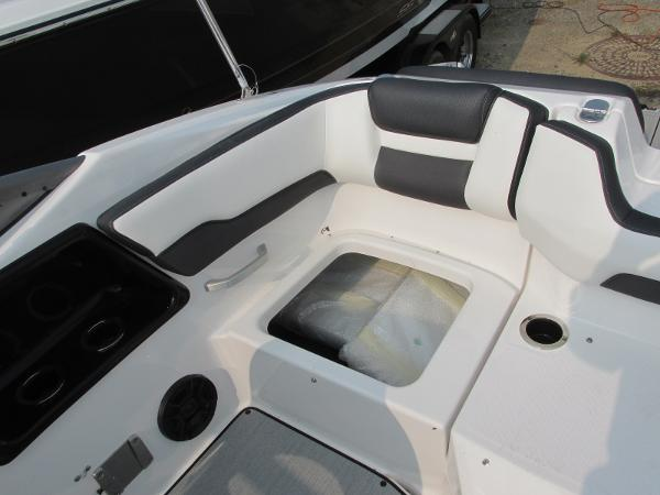 2021 Yamaha boat for sale, model of the boat is SX 195 & Image # 11 of 30
