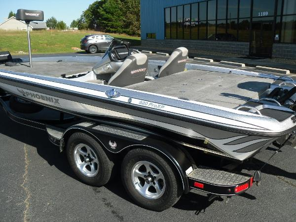 2017 Phoenix boat for sale, model of the boat is 920 ProXP & Image # 3 of 33